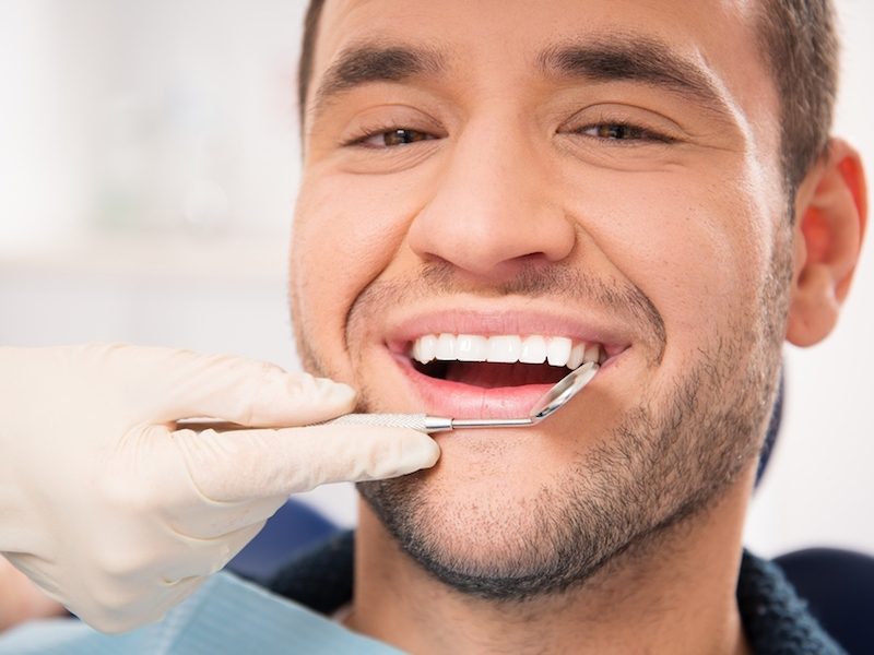 Скидка 15% на лечение зубов в феврале для всех мужчин в стоматологии На Гагарина!