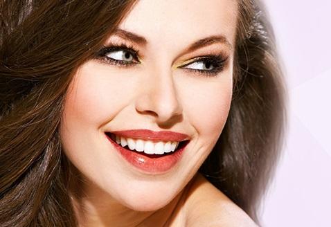 Ультразвуковая чистка двух рядов + Air Flow + фторирование зубов за 3000 руб.